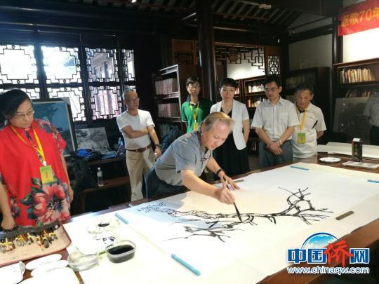 华侨华人艺术家画说苏州活动开笔
